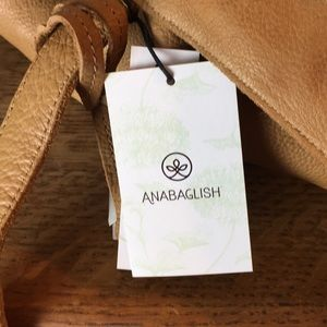 Anabaglish Bags - NWT Anabaglish Camel Leather Weekender Tote Bag